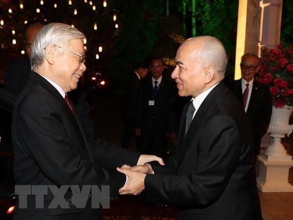 Maximo dirigente politico de Vietnam confia en el desarrollo incesante de nexos con Camboya hinh anh 1