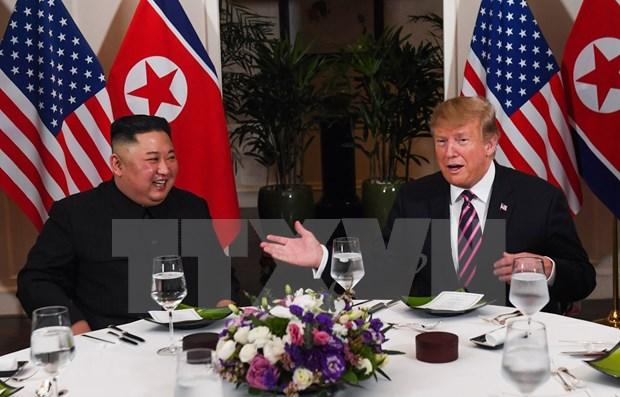 Presidente estadounidense Donald Trump y el lider norcoreano Kim Jong-un participan en cena de trabajo hinh anh 1