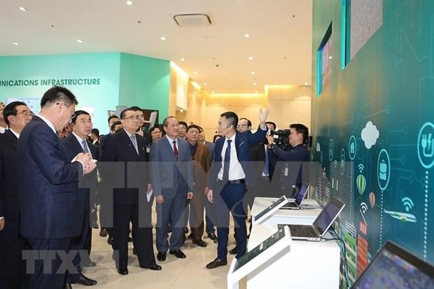 Delegacion norcoreana visita complejo de produccion de empresa vietnamita Viettel hinh anh 1