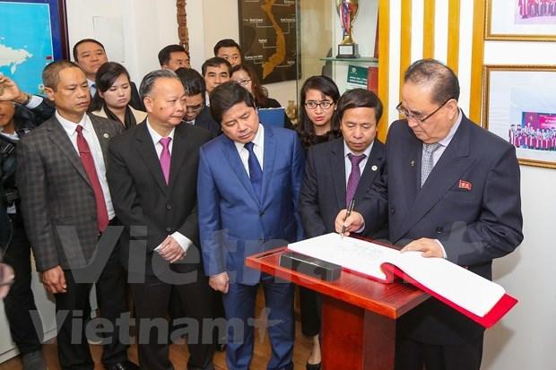 Cumple delegacion partidista de Corea del Norte intensa agenda durante visita a Vietnam hinh anh 2