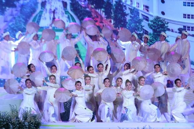 Desfilan miles de personas con el Ao Dai en Ciudad Ho Chi Minh hinh anh 1