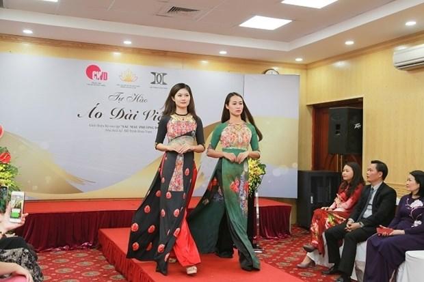 Celebran en Vietnam Dia Internacional de la Mujer con desfile de trajes tipicos hinh anh 1