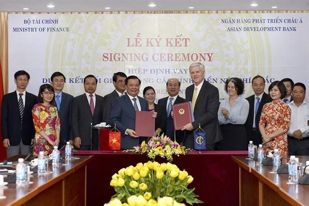 BAD financia con 188 millones de dolares el proyecto de conexion vial entre provincias montanosas de Vietnam hinh anh 1