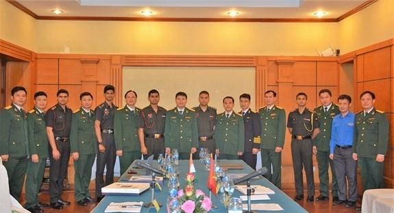 Aumenta intercambio entre jovenes oficiales vietnamitas e indios hinh anh 1