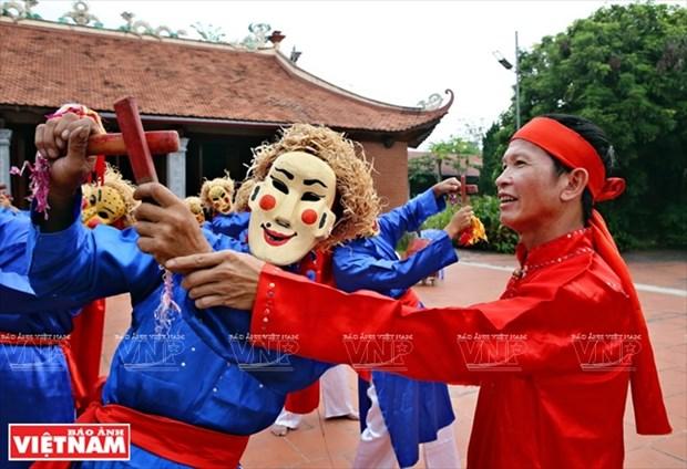 El hombre mantiene el alma de las danzas Xuan Pha hinh anh 1