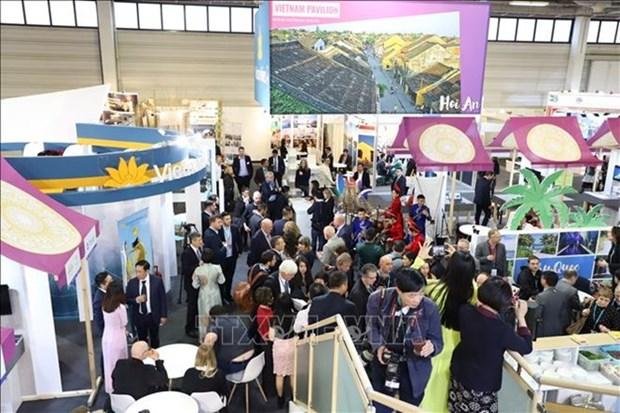 Promocionan potencialidades turisticas de Vietnam en Feria en Alemania hinh anh 1