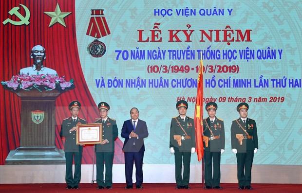 Universidad Medica Militar de Vietnam honrada con la Orden de Ho Chi Minh hinh anh 1