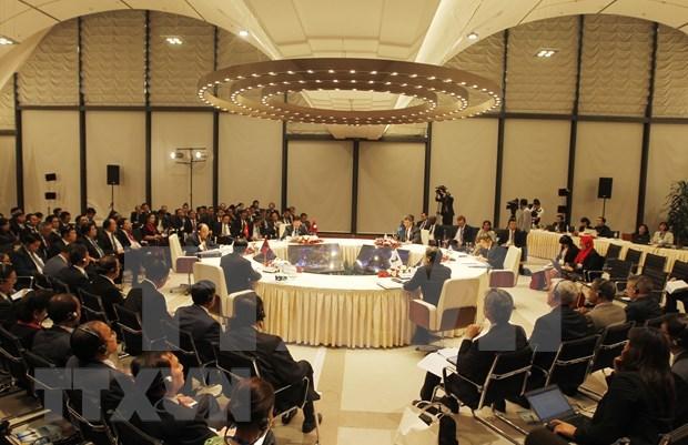 Sesiona reunion de funcionarios del Triangulo del Desarrollo Camboya- Laos- Vietnam hinh anh 1