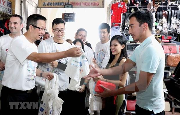 Ciudadanos de Ciudad Ho Chi Minh se unen para limpiar residuos plasticos hinh anh 1