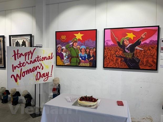 Efectuan en Singapur exposicion en honor a la mujer vietnamita hinh anh 1