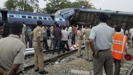 Decenas de heridos tras descarrilamiento de trenes en Indonesia hinh anh 1