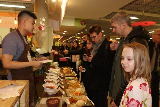 Destacan alta participacion en Festival de Comida Callejera de Vietnam en Rusia hinh anh 1