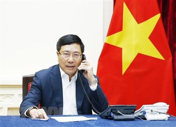 Vicepremier vietnamita mantiene conversacion telefonica con canciller de Malasia hinh anh 1