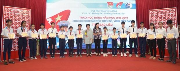 Otorgan en Vietnam becas a alumnos con dificultades economicas hinh anh 1