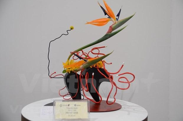 Vietnam participa por primera vez en exposicion de ikebana, arte japones de arreglo floral hinh anh 1