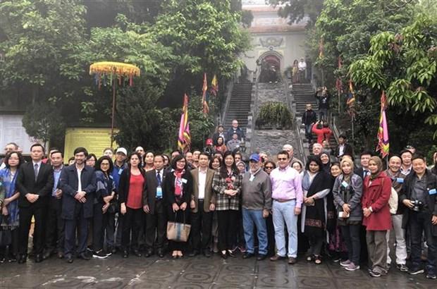 Fortalecen nexos de amistad entre Hanoi y pueblos en el mundo hinh anh 1