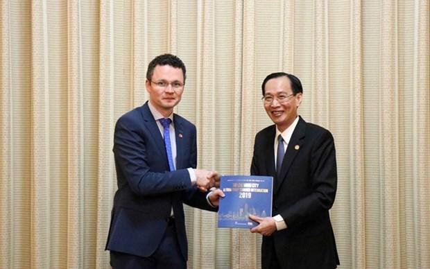 Impulsaran Ciudad Ho Chi Minh e Irlanda cooperacion en educacion y salud hinh anh 1