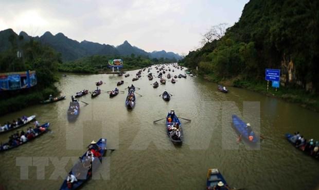 Festejo de Pagoda Huong de Vietnam atrae a mas de un millon de visitantes hinh anh 3