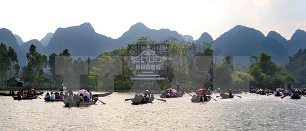 Festejo de Pagoda Huong de Vietnam atrae a mas de un millon de visitantes hinh anh 2