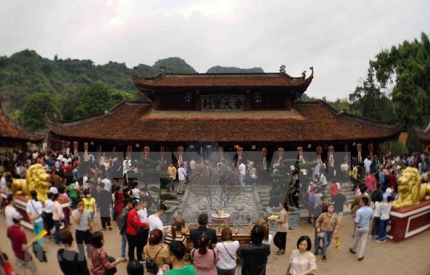 Festejo de Pagoda Huong de Vietnam atrae a mas de un millon de visitantes hinh anh 1