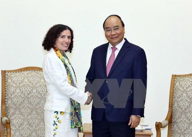 Premier vietnamita recibe a embajadores de Bulgaria y Uruguay hinh anh 1