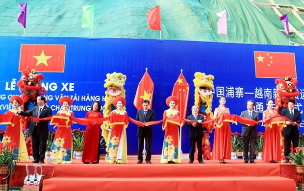 Inauguran ruta especializada de transporte mercantil Vietnam-China hinh anh 1