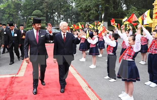 Inicia Sultan de Brunei visita estatal a Vietnam hinh anh 1