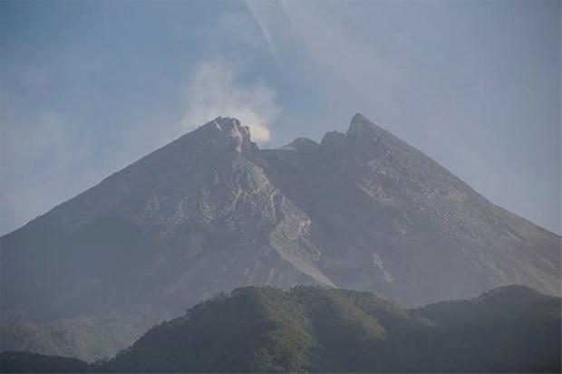 Reporta Indonesia erupcion del volcan Merapi con nubes de mil 250 metros de altura hinh anh 1