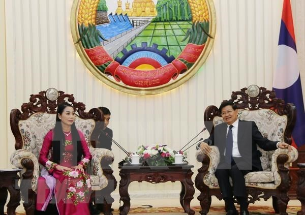 Premier laosiano reitera su apoyo a la cooperacion con Vietnam hinh anh 1