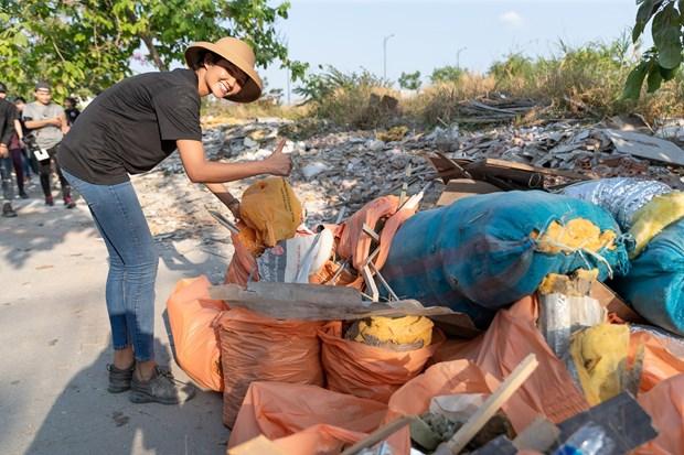 Se unen jovenes vietnamitas a campana internacional de recogida de residuos hinh anh 1