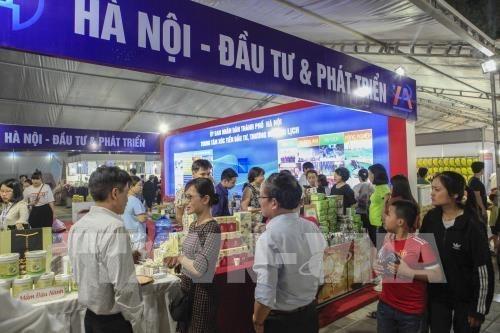 Participan mas de 100 empresas en Feria Internacional de Comercio del Noroeste de Vietnam hinh anh 1
