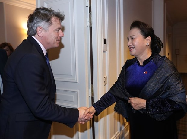 Maxima legisladora vietnamita se reune con lider del Partido Comunista Frances hinh anh 1