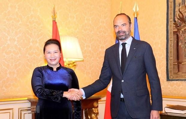 Presidenta parlamentaria vietnamita se entrevista con premier frances hinh anh 1