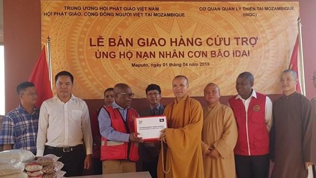 Entrega Sangha Budista de Vietnam articulos de socorro a victimas de ciclon Idai en Mozambique hinh anh 1
