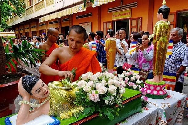 Felicita primer ministro vietnamita a la comunidad khmer por fiesta de ano nuevo hinh anh 1