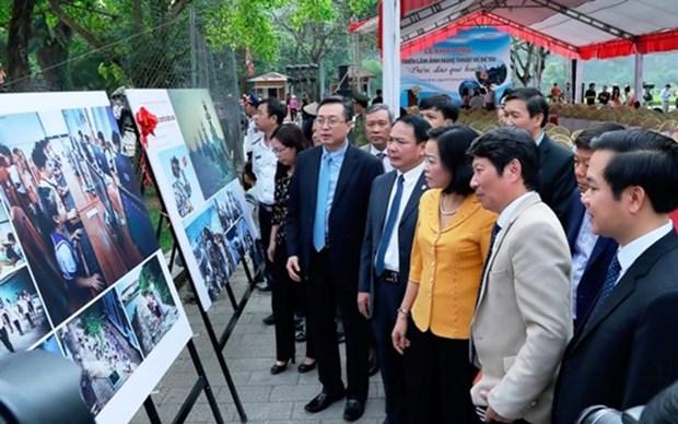 Presentan en Ninh Binh exposicion fotografica sobre el mar e islas de Vietnam hinh anh 1