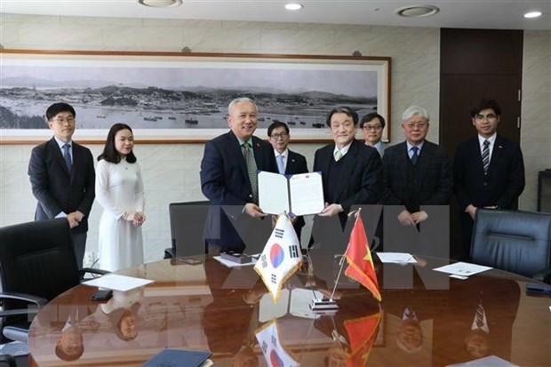 Universidad Nacional surcoreana de Incheon otorgara becas a estudiantes vietnamitas hinh anh 1