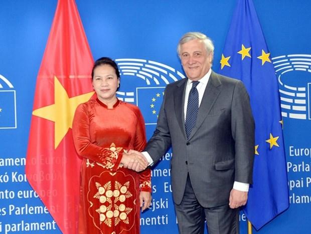 Presidenta parlamentaria de Vietnam mantiene conversaciones con el titular del Parlamento Europeo hinh anh 1
