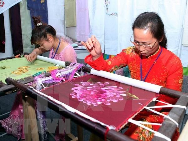 Honraran artesanias tradicionales vietnamitas en Festival de Hue hinh anh 1