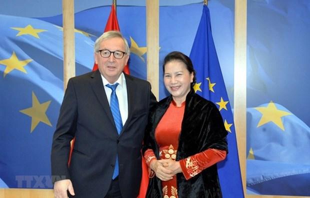 Presidenta parlamentaria de Vietnam sostuvo encuentro con titular de la Comision Europea hinh anh 1