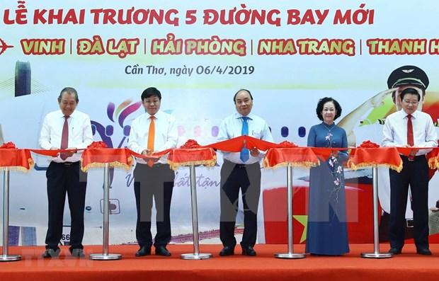 Premier vietnamita participa en inauguracion de nuevos vuelos a ciudad de Can Tho hinh anh 1