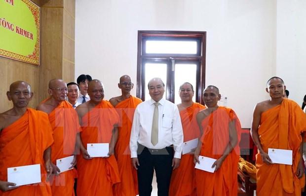 Felicita premier vietnamita a seguidores budistas khmeres por fiesta de ano nuevo hinh anh 1