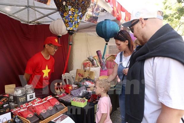 Impresion cultural vietnamita en Feria de Bazar de ASEAN en Argentina hinh anh 2