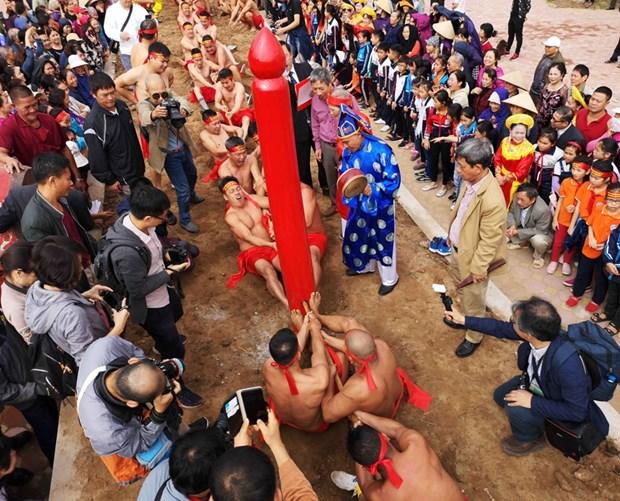 Juego de la soga en postura sentada, peculiaridad del festival de templo vietnamita hinh anh 1