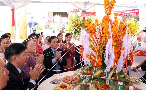 Felicitan dirigentes de Ciudad Ho Chi Minh a Laos por festival Bunpimay hinh anh 1