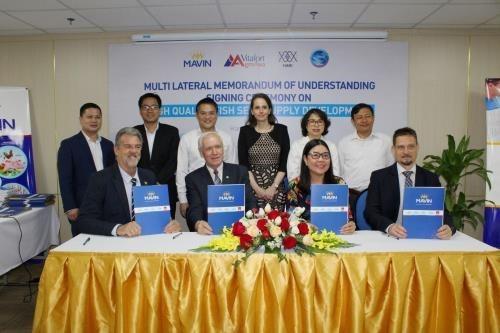 Cooperan Vietnam y Hungria en mejorar calidad de variedades de carpa hinh anh 1