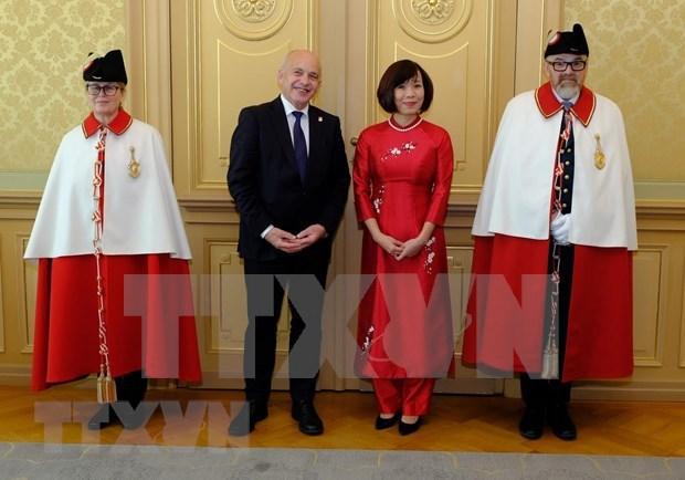 Presidente suizo valora nexos con Vietnam hinh anh 1