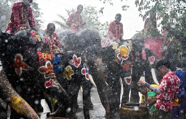 Comienzan en Tailandia celebraciones de festival budista Songkran hinh anh 1