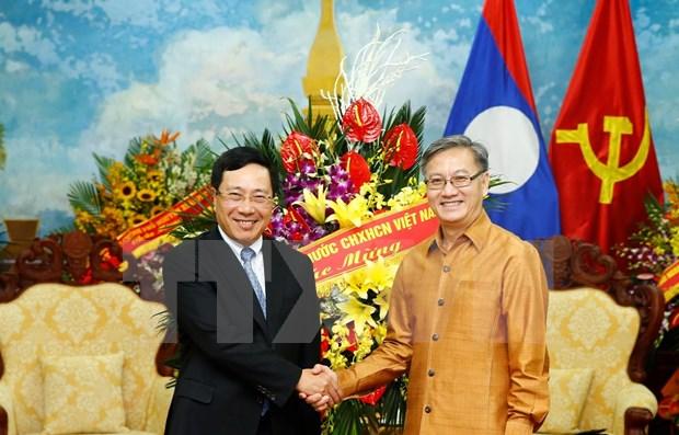Felicita vicepremier vietnamita a Laos por festival Bunpimay hinh anh 1