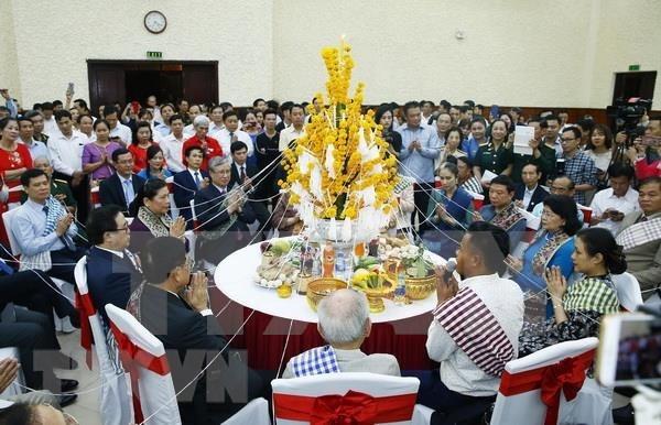 Celebra Embajada de Laos en Vietnam fiesta de ano nuevo Bunpimay hinh anh 1